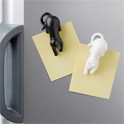 2 black/white cat magnets