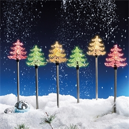 6 kleurrijke kerstboompjes op zonne-energie