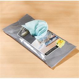 2 packets of computer/telephone/tablet wipes