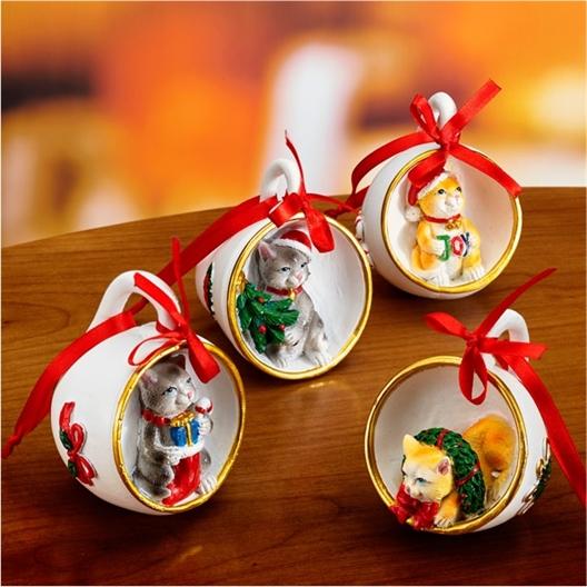 4 decoratieve kerstkopjes met poezen