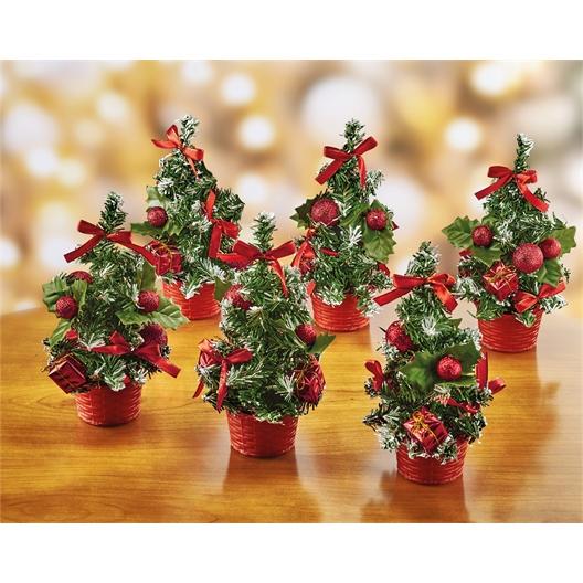 Zes rode kerstboompjes