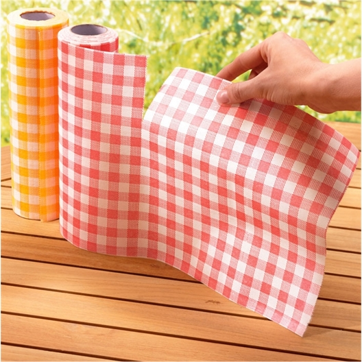 2 rolls of paper serviettes